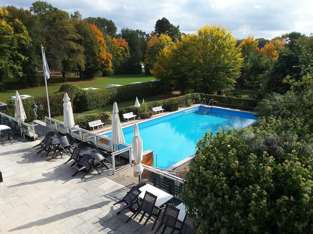Terrasse - Pool - Sonnenwiese